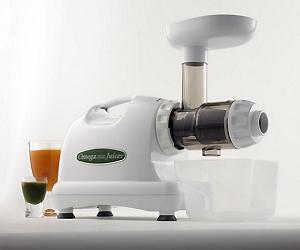 Extracteur de jus de fruits et de légumes Omega 8224