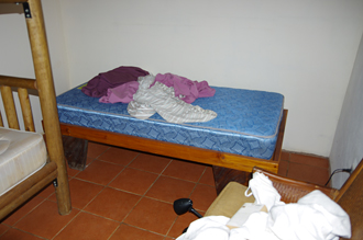 Le lit en désordre du wwoofer