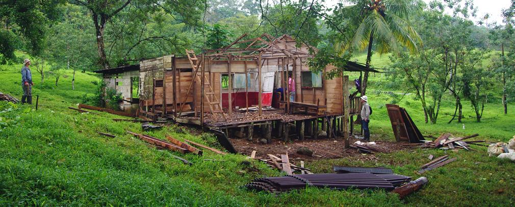 Costa Rica - Vieille maison bois en ruine - D�molition 1