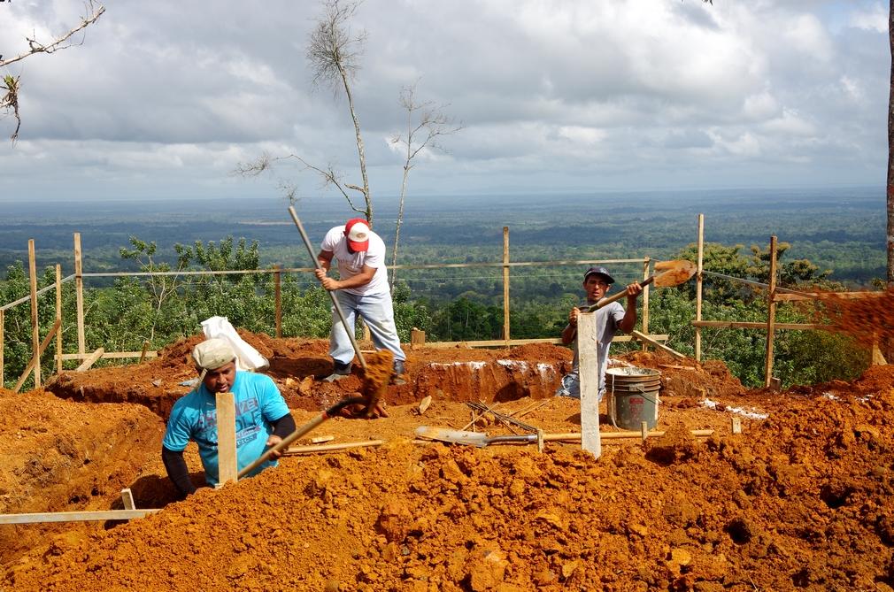 Costa Rica. Fondations bungalow 3 à La Tigra