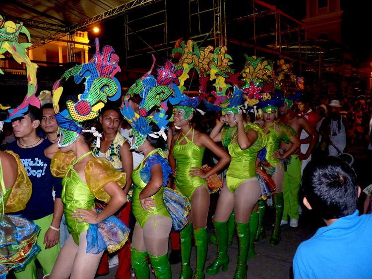 Carnaval 2012 Granada / Nicaragua - Brochette de chicas vertes