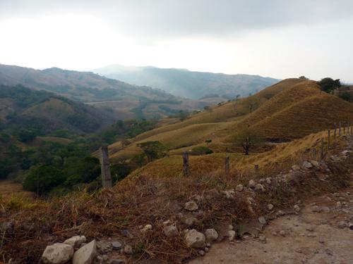 Piste de Las junctas à Monteverde, Costa Rica, le matin à l'aube